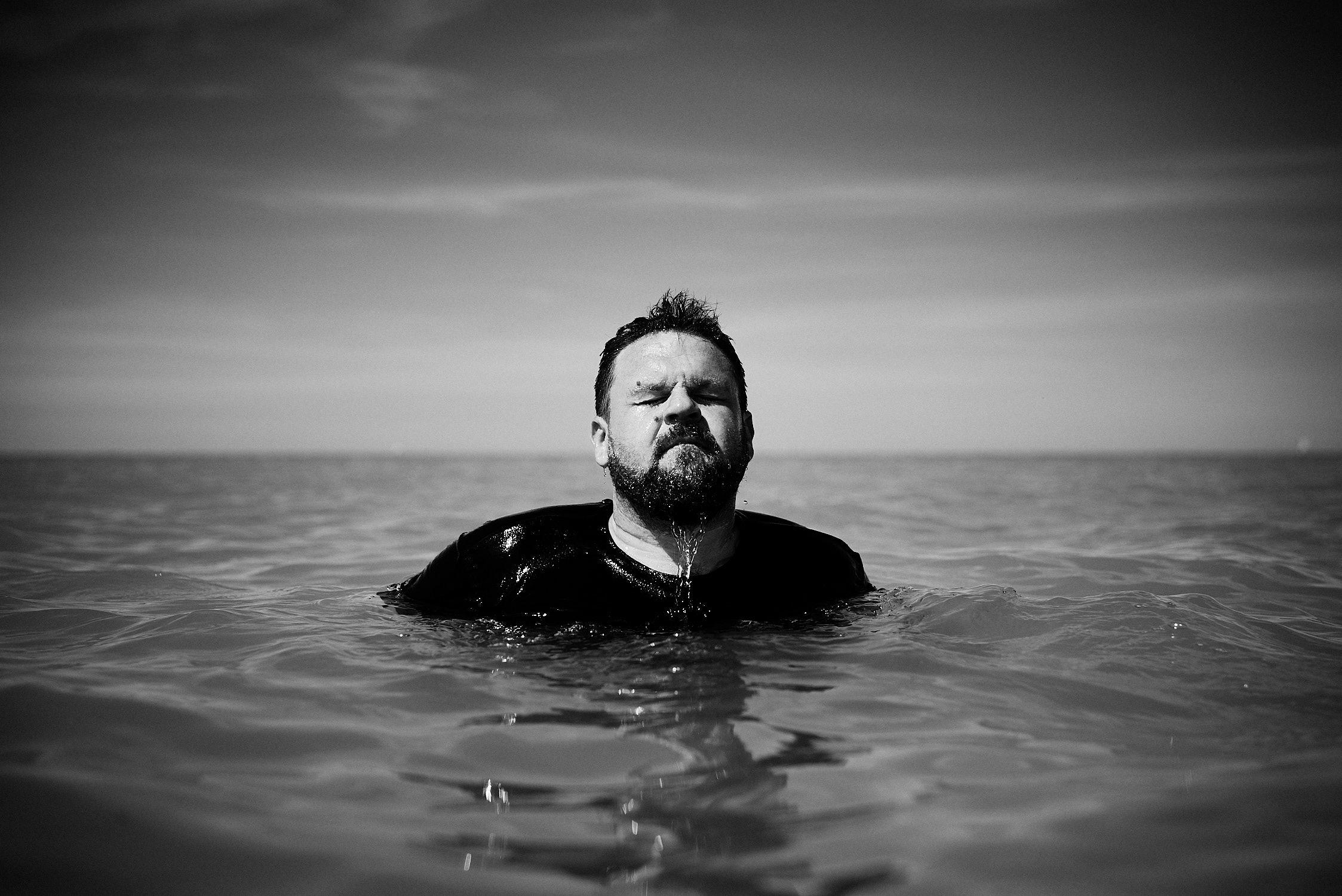 Jazz Sänger fotografiert im Meer Ozean