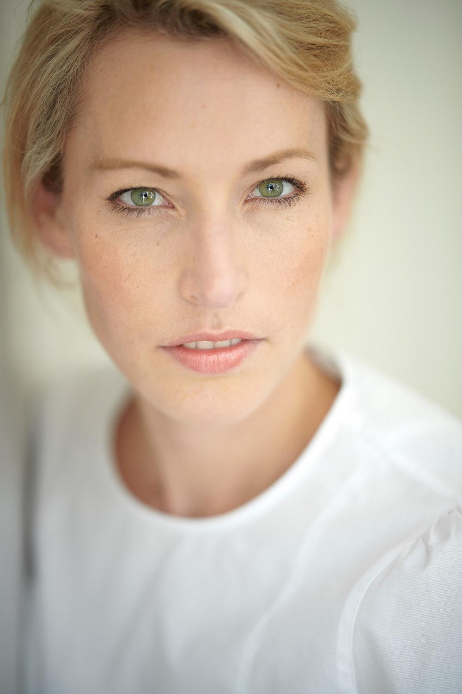 Lena Haselmann schönes Frauen-Portrait Portrait-Fotograf Koeln