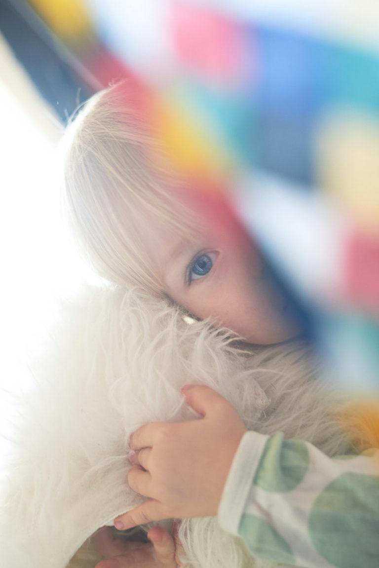 kreativ fotografiertes kleines Kind