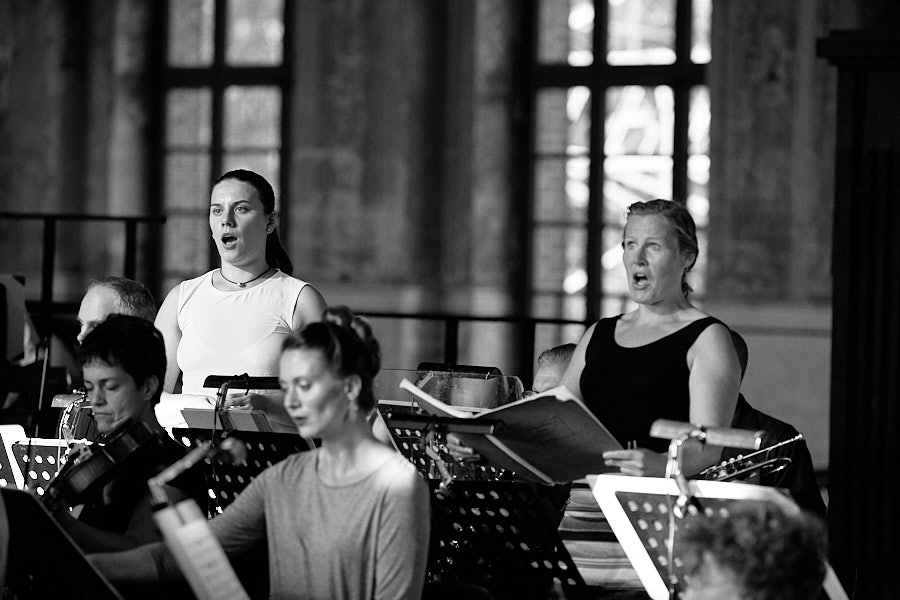 Chorwerk Ruhr und Duisburger Philharmoniker bei der Ruhrtriennale 2019 in der Maschinenhalle Zweckel